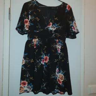 Helt ny klänning från Boohoo, ej använd