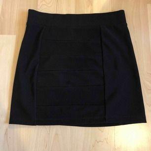 Snygg kjol i svart färg. Ev frakt 19 kr🍁