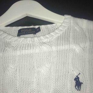 Säljer min Ralph Lauren tröja köpt för ca två år sedan, fortfarande fint skick och sparsamt använd! Frakt ingår inte