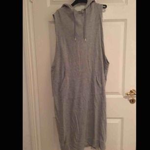 hoodie-klänning från monki, köpt för 499