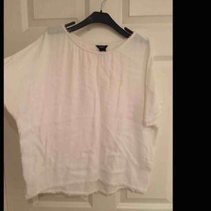 vit lite genomskinlig tröja/blus