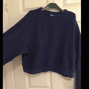 riktigt cool oversize mörkblå tröja