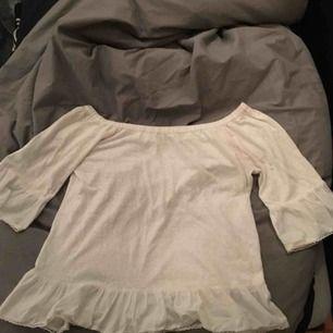 väldigt fin off-shoulder tröja från joy, köpt för ca 499