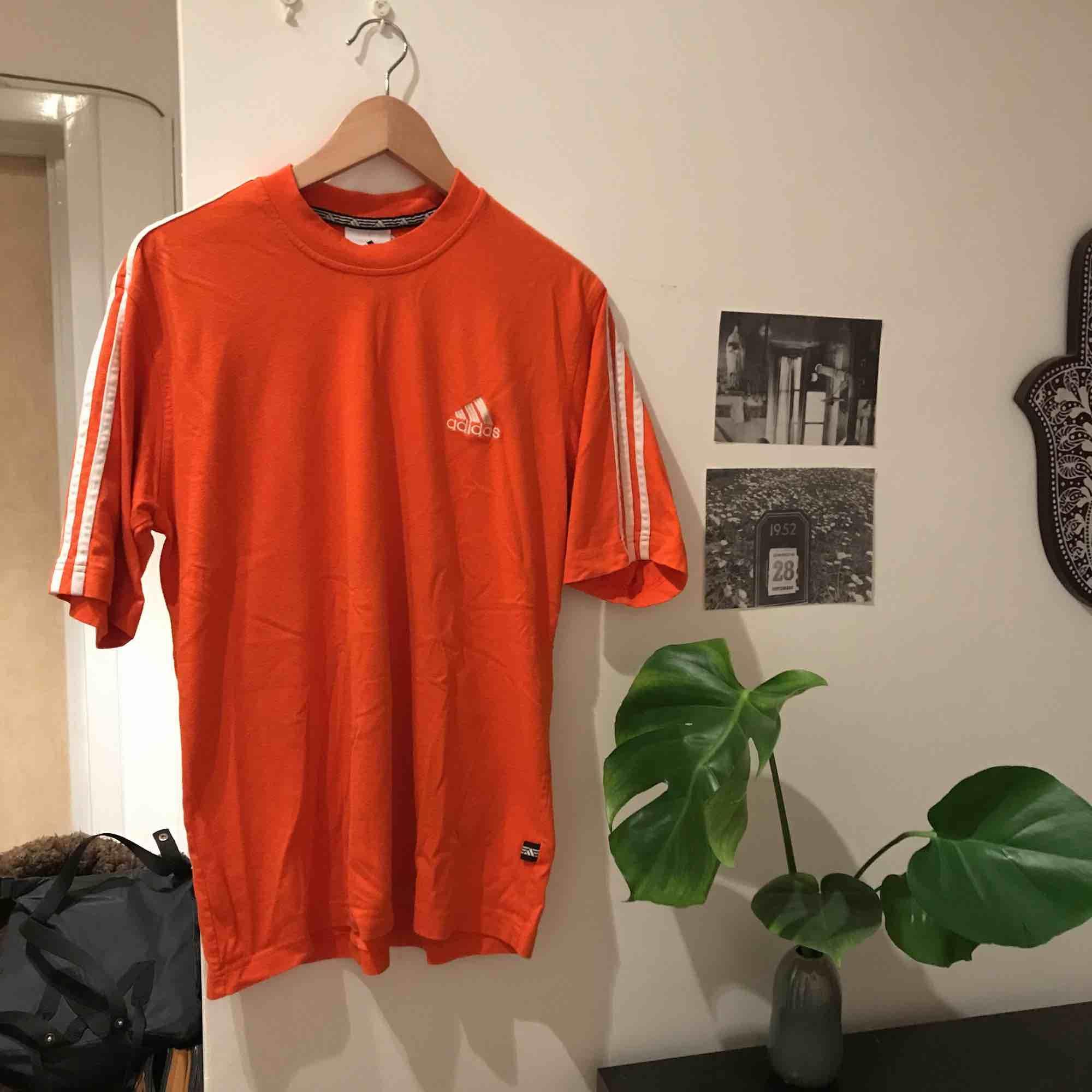 Välanvänd (!) adidas t-shirt.. T-shirts.