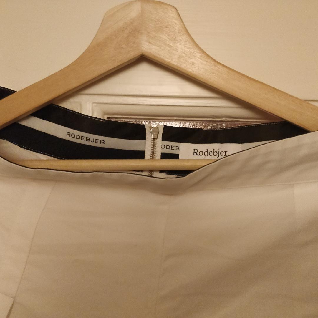 - Rodebjer Vida byxor  - Never worn/aldrig använd - org.pris 1000 kr, pris kan diskuteras - Storlek M- Möts i Stockholm eller fraktas. Jeans & Byxor.