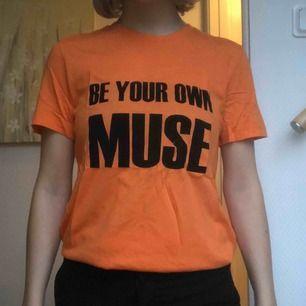 By Malene Birger T-shirt i st S. Aldrig använd. Köparen står för frakt.