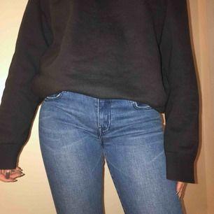 Oanvända skinny jeans, storlek 7 på lappen, ej säker på vad det är i EU storlek men jag bedömmer de som en small, sitter som en smäck!