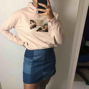 Snygg rosa tröja med Tryck 58kr frakt Läs policyn innan du köper 😊☀️ Kjolen finns även bland mina annonser.
