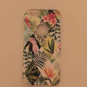 Ett fint blommigt skal från ideal of sweden. Det är i fint skick och för IPhone 6S. Frakt 15kr💜