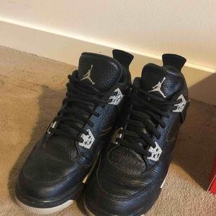 Nike Air Jordan 4 oreo i bra skick  Köparen står för frakten! 💎