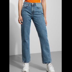 Jeans från weekday! Modellen heter voyage. Har endast använt ett fåtal gånger och säljer just därför. Nypris i butik är 500 kr