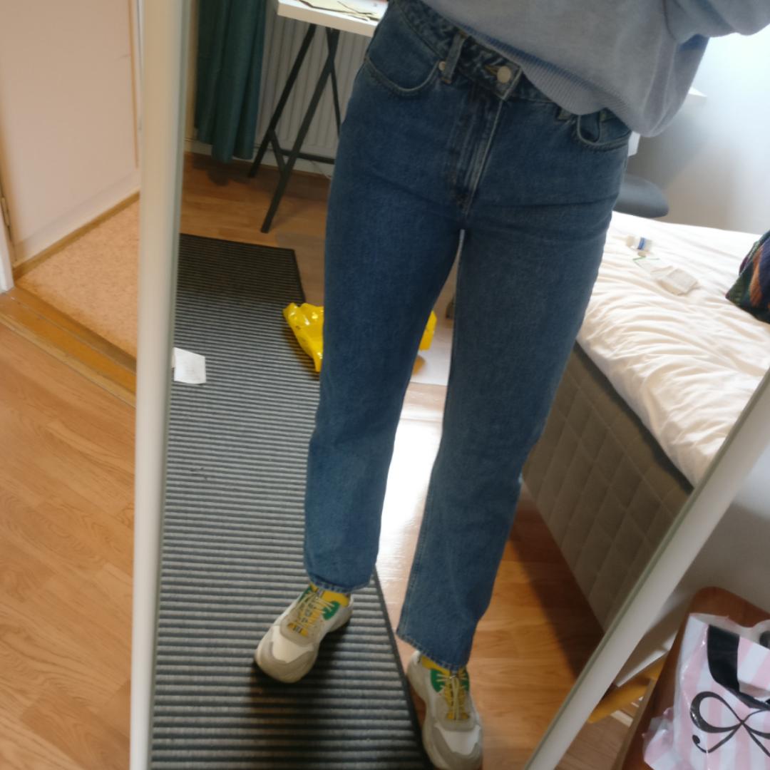 Jeans från weekday! Modellen heter voyage. Har endast använt ett fåtal gånger och säljer just därför. Nypris i butik är 500 kr. Jeans & Byxor.