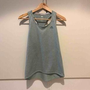 Träningslinne i mintgrönt från Adidas. Aldrig använt, nyskick! Säljs tyvärr pga fel storlek. Nypris 349 kr ✨