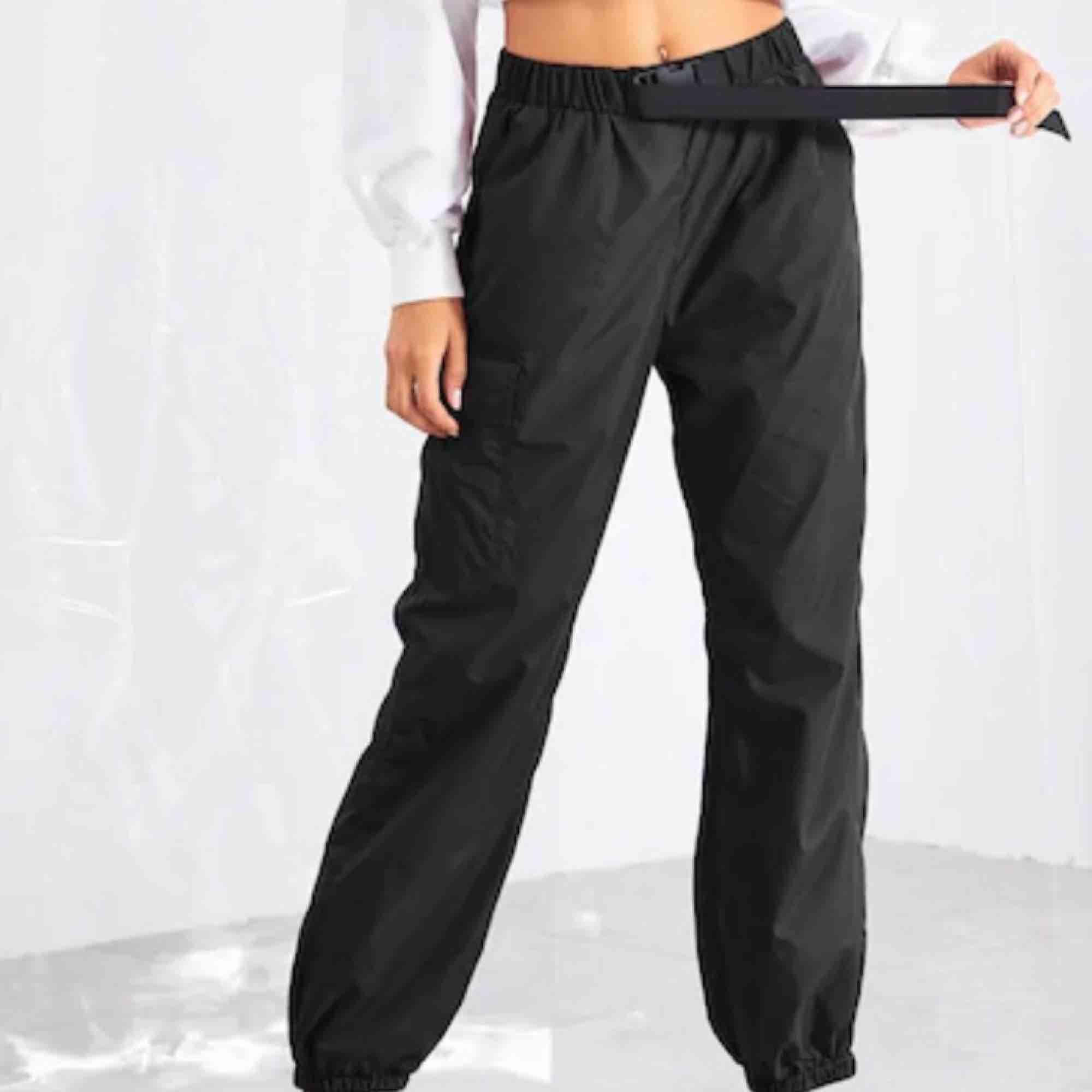 säljer dessa trackpants som jag endast testat en gång, pga att det inte riktigt är min stil!. Jeans & Byxor.