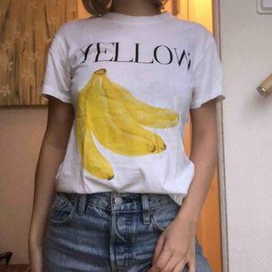 Populär T-shirt från Ganni. Köparen står för frakt.