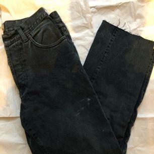 fantastiska retro byxor som är i en mycket trendig stil. Dessa är perfekt för vintern eller vilken tid på året som helst, eftersom det passar alla outfit du vill skapa.