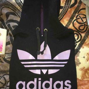 Adidas hoodie i nyskick bara testad passar XS/S 250kr PLUS FRAKT!