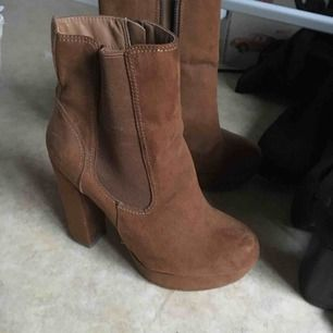 Fina bruna skor från bikbok🌸💕