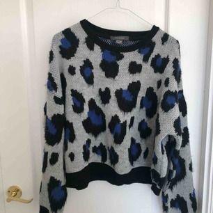 Leopard mönstrad stickad tröja, nyskick!
