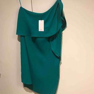 Härlig grön klänning Helt ny