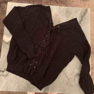 OBS! Baksidan på bilden! Sjukt snygg stickad tröja från NELLY TREND.