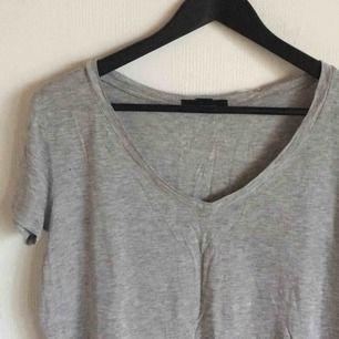 Grå fin T-shirt!🌟🌟 Fri Frakt + möts upp i Uppsala✨