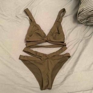 Bikini från HM. Använd en gång, för liten för mig! Därav sälj. Varje del kostar 200kr styck. Bikiniöverdel storlek 36 och underdel storlek 34