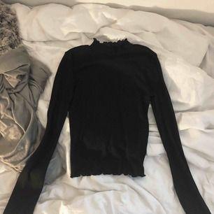 Oanvänd tröja från H&M som ej kommit till användning då den är för liten för mig. Frakt tillkommer, annars möter jag upp i Stockholm! ⭐️🐆🐆