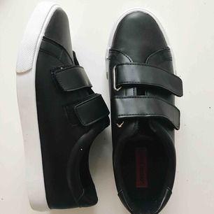 Snygga skor från Asos med kardborreband! Helt oanvända