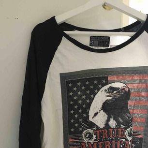 Omtyckt tröja från Carlings i märket Saint & Mortals. Storlek M. 😊  Köpare betalar frakt. Jag tar swish. ✨