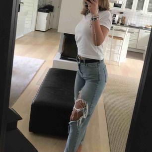 Slitna jeans från urban outfiters! Frakt ingår ej, kan mötas i stockholm
