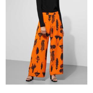 Nya byxor från Weekday i strl 36, använda en gång men de är tyvärr för små för mig (tappade bort kvittot). De är jättefina och faller väldigt snyggt då tyget är lite