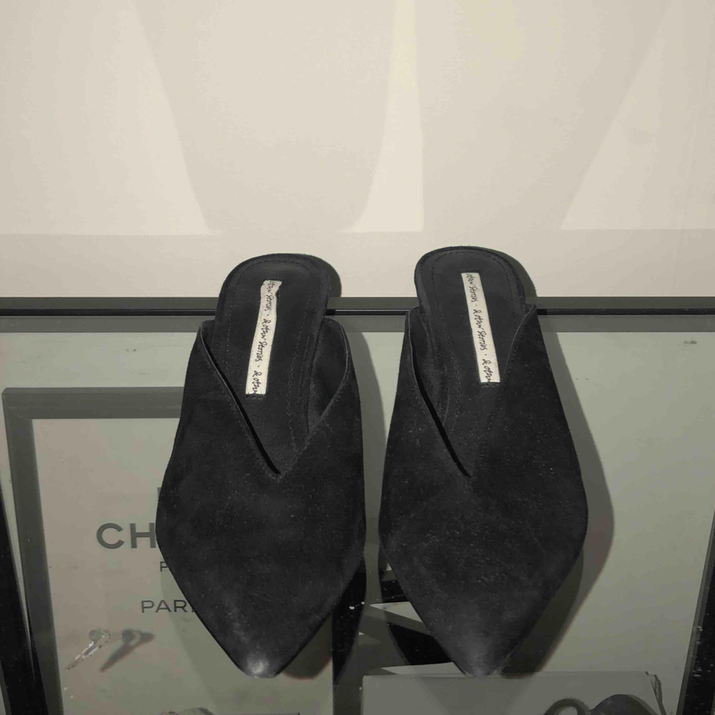 Mocka skor från & other stories. Köparen står för frakt.. Skor.