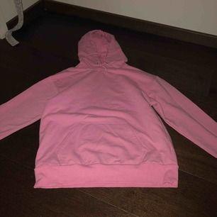 Säljer en helt oanvänd hoodie från carlings, super fin och bra kvalite! Ny pris är 300 kr