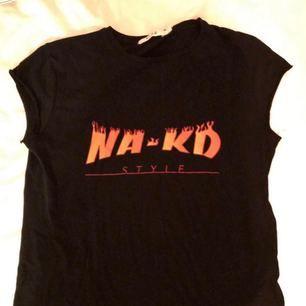 T-shirt från NAKD knappt använd! Frakt ingår