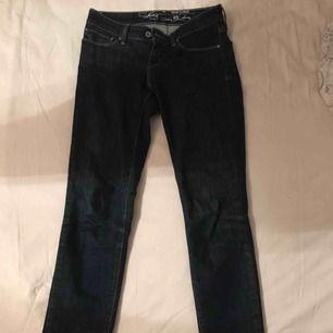 Fina och sköna jeans. Tyvärr för stora på mig.