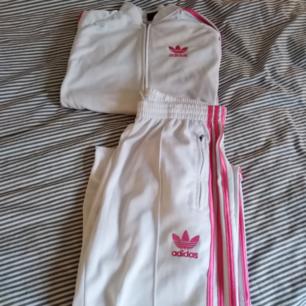 Adidas dress storlek large i fint skick