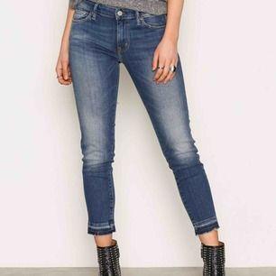 Ralph Lauren jeans i ankelmodell. Använd 2-3 gånger så fint skick! Stl 27.