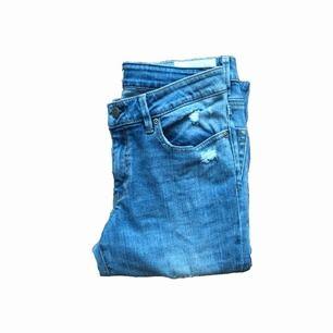 Tajta, ljusblå jeans från odd Molly. Säljer pga. för små! Frakt betalar köparen✨