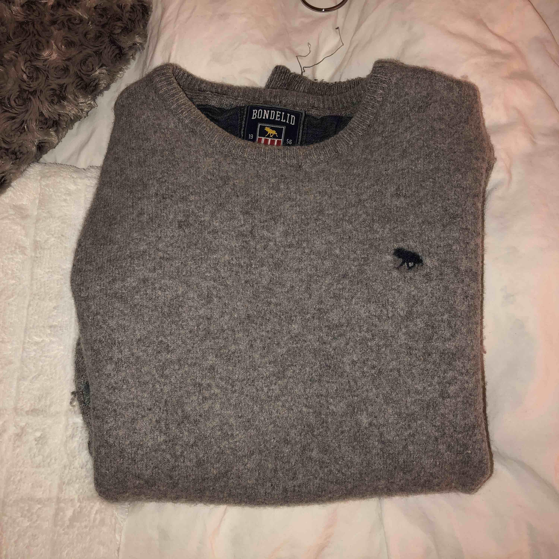2c6cd61642fd Snygg stickad bondelid tröja. Sitter absolut inte som en XL utan mer som en  XS ...