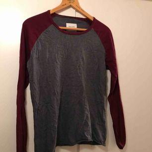 Långärmad tröja köpt på second-hand!