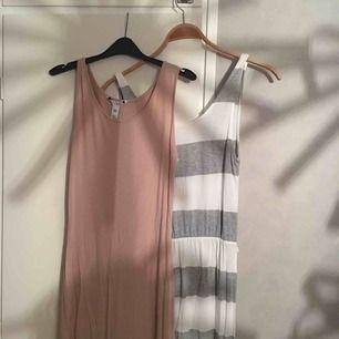 Säljer dessa långklänningar från nelly & gina tricot båda i xs🌸💕båda för 100kr