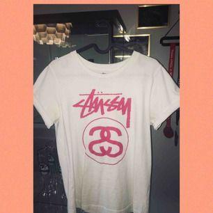 Stussy T-shirt i storlek S. Köpare står för frakt. Kolla mina andra annonser!
