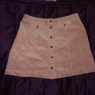 Jätte fint kjol aldrig använd bara testat 💕
