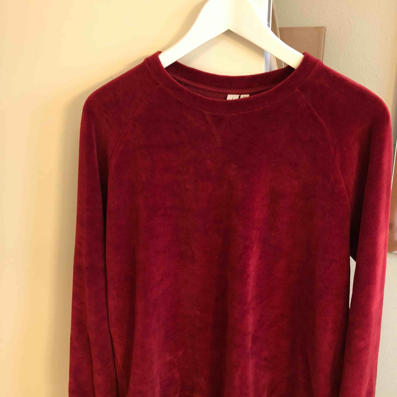 Jättemysig tröja från & other stories, knappt använd!. Huvtröjor & Träningströjor.