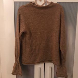 Oanvänd tröja från Gina tricot. Storlek small. 100:- och köparen står för frakten. :)