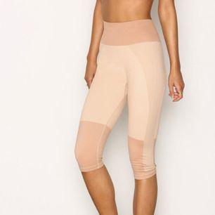 Bekväma tights från fashionable fit. Aldrig använda!  Frakt ingår ej i priset!   50:-
