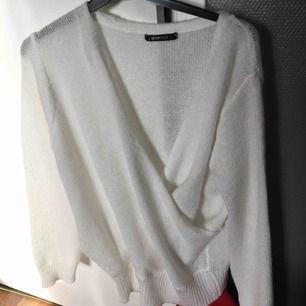 Fin stickad tröja. Aldrig använd, endast testad  Nypris-250 Mitt pris-100  Köparen står för frakten