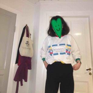 Fynda fynda!  Vintage missoni sports sweatshirt köpt i Paris! Fin passform, fina färger! Köpt för 37€ Skriv gärna om ni har frågor eller vill ha fler bilder <3 Köpare står för frakt