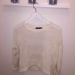 Otroligt mysig och fin stickad tröja. Frakt tillkommer :) hör av dig för fler frågor.